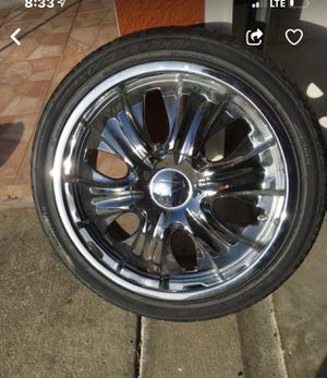 "18"" CHROME UNIVERSAL RIMS for Sale in Heathrow, FL"