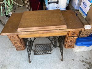 Antique Singer Sewing Machine for Sale in Encinitas, CA