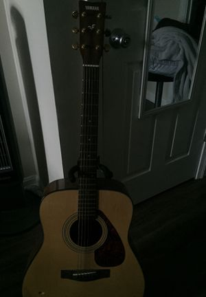Guitarra acústica Yamaha for Sale in Hyattsville, MD