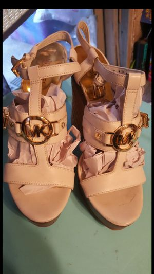 MICHAEL KORS WEDGE SANDALS SIZE 8 1/2 WORM ONCE for Sale in Rancho Cucamonga, CA