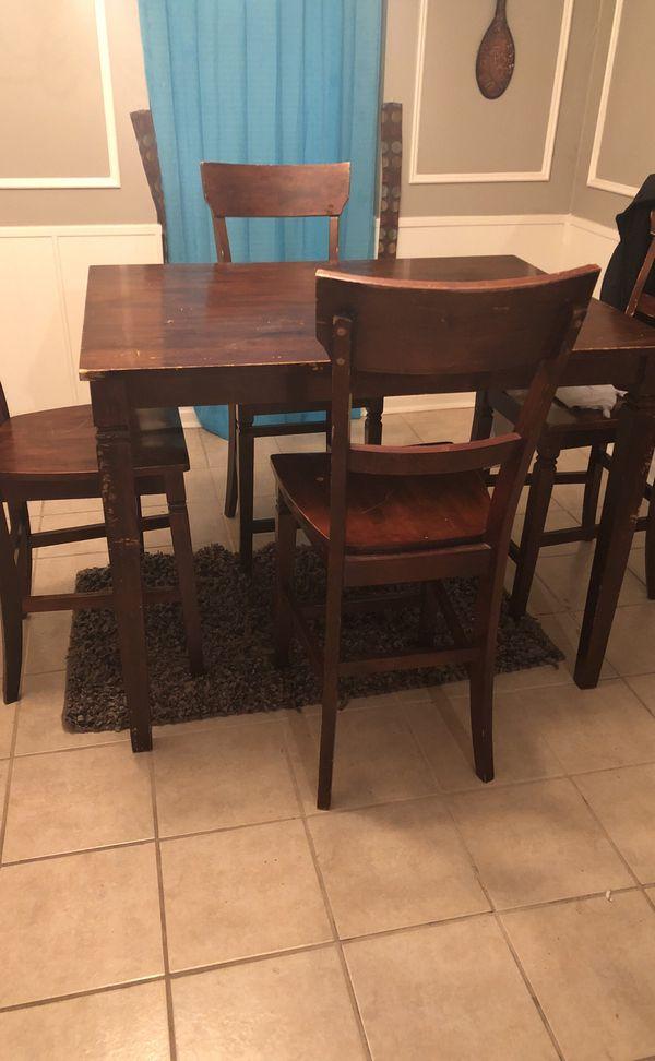Wood dinette table