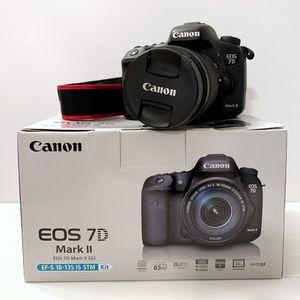 Canon 7D Mark II with EF-S 18-135mm f/4.5-5.6 IS USM lens for Sale in Wheeling, IL