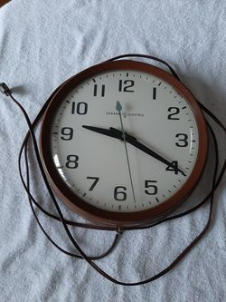 Vintage School House Clock GE round Face Large Model 2012 for Sale in Portland,  OR