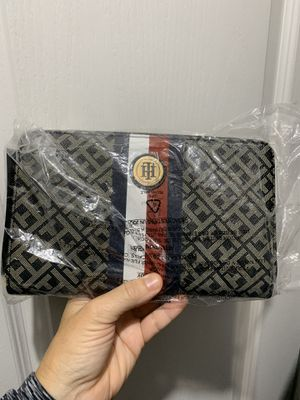 Tommy Hilfiger New Clutch Wallet for Sale in Virginia Beach, VA