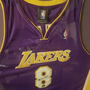 Kobe Bryant 8 Autographed With COA for Sale in Menifee, CA