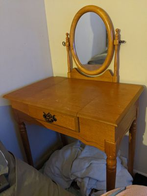 Make Up Table with stool for Sale in Havre de Grace, MD