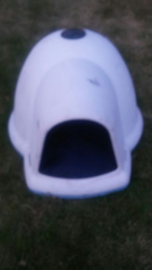 Dog house LARGE SIZE LIKE NEW ON SALE for Sale in Bellevue, WA