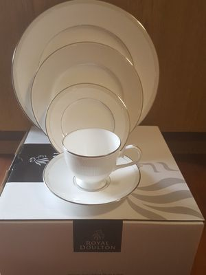Fine Bone China, Signature Platinum, Melrose by Royal Doulton, 5 piece place setting for Sale in Edmonds, WA