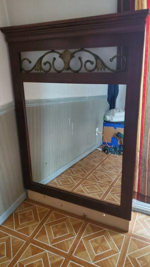 Big dresser mirror for Sale in Bolingbrook, IL