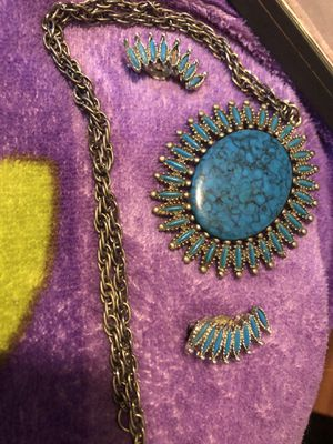 Vintage turquoise necklace and clip on earrings for Sale in Tampa, FL