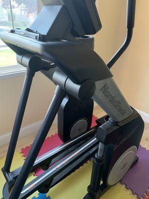 NordicTrack FS7I FreeStride Elliptical Trainer for Sale in Elk Grove, CA
