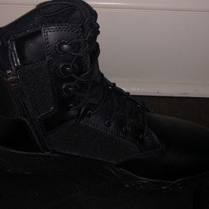 Size 10 Under armor boots. for Sale in Stratford, CT