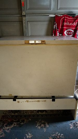 Amana chest deep freezer for Sale in Columbus, OH