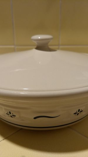 """Longaberger pottery bowl with lid 2 1/2"""" height x 8 1/2 width for Sale in Covina, CA"""