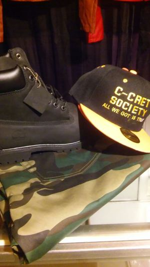 Timberlands / snap back for Sale in Baltimore, MD