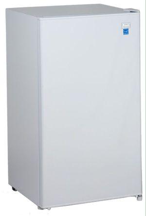 Avanti Mini Fridge 3.3 Cu Ft Refrigerator with Freezer Compartment Chiller Nevera a Frío Neverita White Blanca RM3306W for Sale in Miami Shores, FL