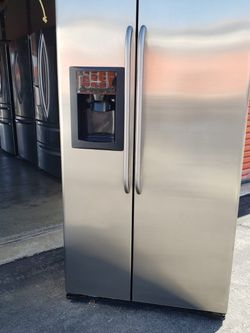 R REFRIGERATOR GE for Sale in Los Angeles,  CA