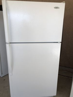 Whirlpool white refrigerator for Sale in Fresno, CA