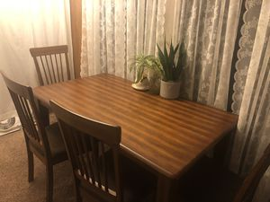 Dining Room table with 4 chairs for Sale in Long Beach, CA