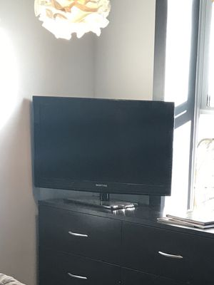 32 inch tv for Sale in Brooklyn, NY