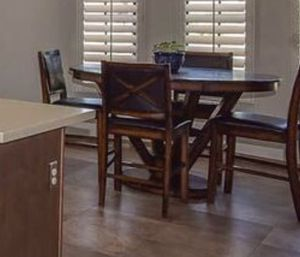 Round table with four chairs for Sale in Phoenix, AZ