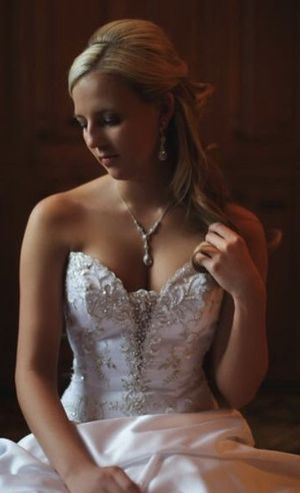 Wedding dress for Sale in Orlando, FL