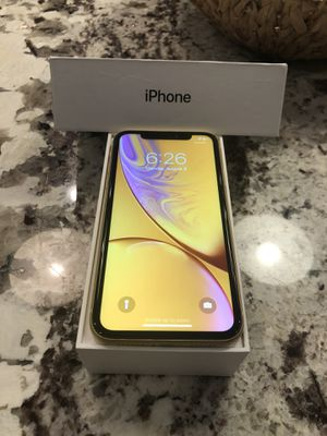 iPhone XR (Yellow, 64 GB, Unlocked) for Sale in Glendale Heights, IL