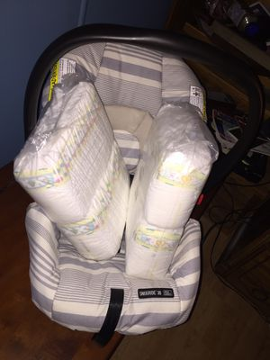Porta bebe y 140 pampers para newborn for Sale in Bell Gardens, CA