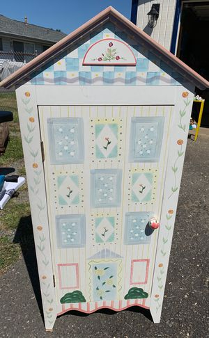 Little girls cabinet. for Sale in Kent, WA