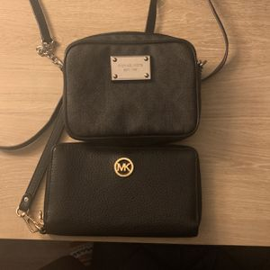 Mk Bag With Wristlet for Sale in Buffalo, NY