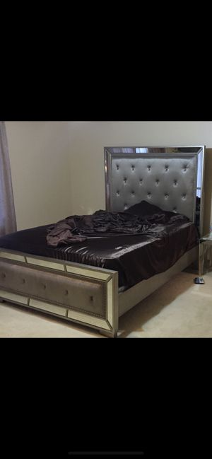 $450 or best offer Queen size bed frame from Macy's for Sale in St. Louis, MO