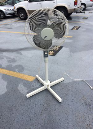 Tall oscillating fan- adjustable for Sale in Arlington, VA