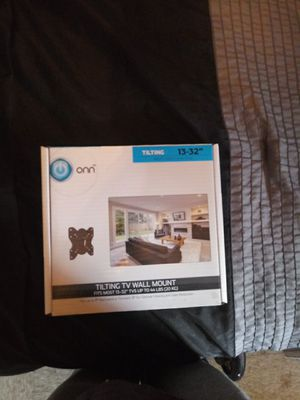"""Tilting TV wall mount for 13-32"""" for Sale in Springfield, MA"""