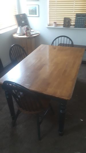 Small kitchen table and 3 chairs for Sale in Tracy, CA