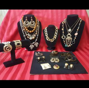 Vintage Jewelry Set for Sale in Odessa, TX