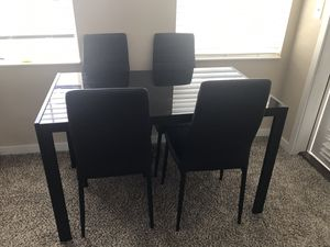 Dining table with 4 chair for Sale in Columbus, OH