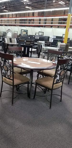 5 pcs dining table set for Sale in San Bernardino, CA
