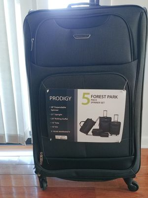 5 piece spinner luggage set for Sale in Norwich, CT