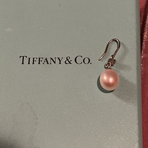 single Tiffany and Co earring for Sale in El Paso, TX