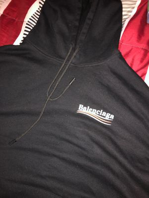 BALENCIAGA SWEATER SIZE LARGE FITS MEDIUM for Sale in Staten Island, NY