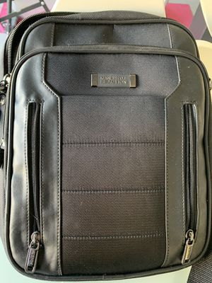 Kenneth cole messenger bag for Sale in Clermont, FL