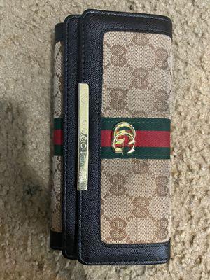 Gucci wallet for Sale in Alpharetta, GA