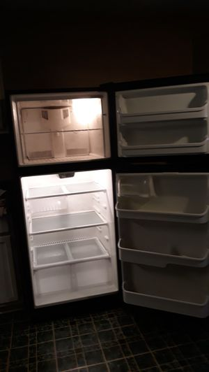Frigidaire (refrigerator) for Sale in Houston, TX