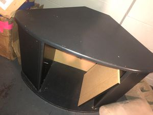 Corner tv stand with shelf for Sale in Columbus, OH