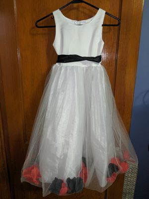 NWT Flowers girl dress with flower petals 6 for Sale in Baltimore, MD