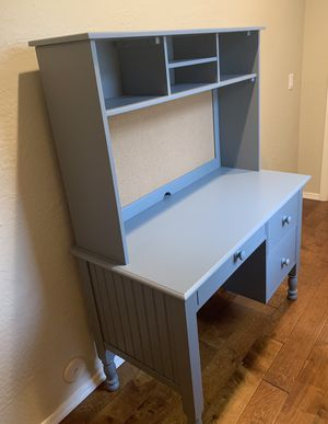 Pottery Barn Kids Catalina Desk with Hutch, Chair & Lamp for Sale in Phoenix, AZ