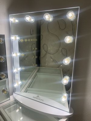 IMPRESSIONS MAKEUP VANITY MIRROR PICK UP TODAY for Sale in Chino, CA
