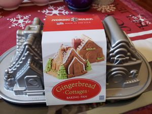 Nordic Ware Gingerbread Cottages Bundt Pan NWT for Sale in Cumming, GA