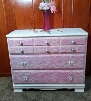 Vintage Dresser for Sale in Washburn, IL