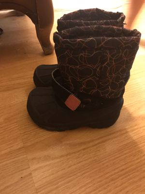 Size 8 toddler snow boots for Sale in Egg Harbor City, NJ